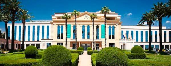 Centro Médico Teknon fachada
